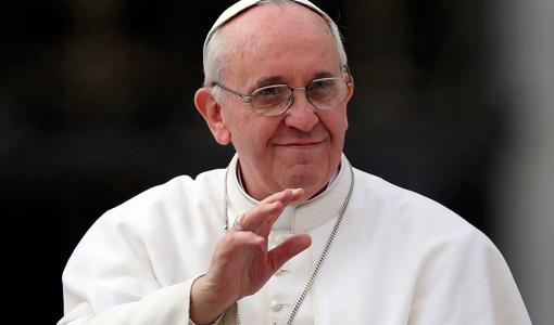 El Papa en pantalla gigante
