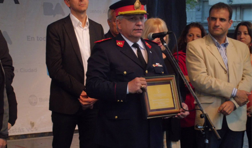 Buenos Aires festeja Italia, entrega de distinción a bomberos de la boca
