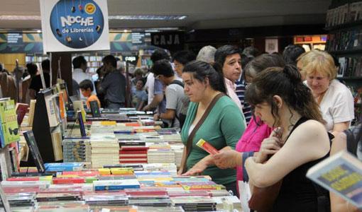 Una multitud en la Noche de las librerias