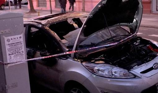Quemacoches en constitucion, tres autos incendiados