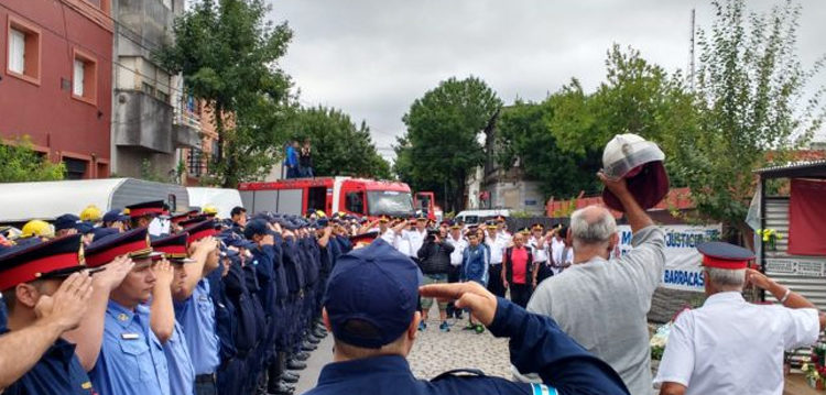 El recuerdo de los bomberos caídos en el incendio de Barracas