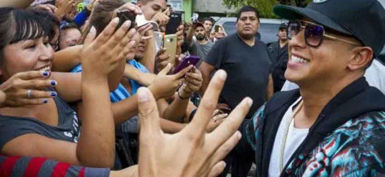 El cantante Daddy Yankee dio una charla en una escuela de Lugano