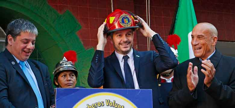 Marcos Peña visito La Boca para homenajear a los Bomberos Voluntarios