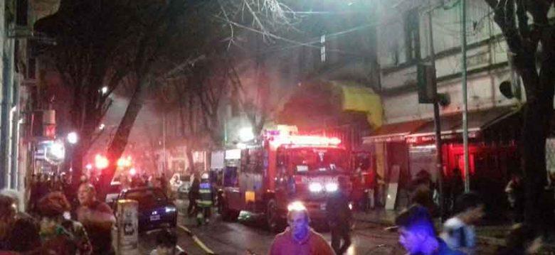 Alarma en La Boca por incendio en Mercado de la calle Olavarria