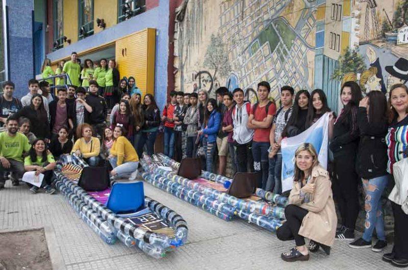 """""""Escuelas por el Riachuelo"""" reunió a alumnos y docentes de cinco escuelas de la Ciudad"""