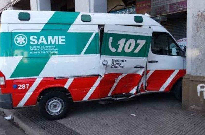 Seis heridos al chocar una ambulancia y un taxi en Balvanera