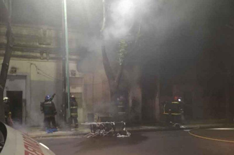 Un Incendio afecto varias viviendas en La Boca