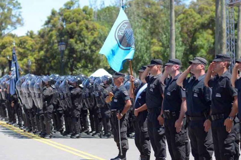 Desfile por el Día de la Policía de la Ciudad al cumplir su primer aniversario