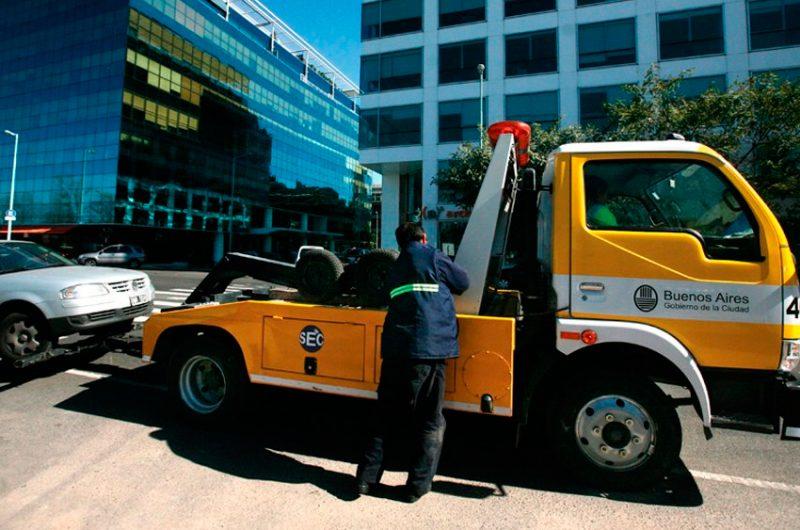 Lanzan licitación del sistema de grúas y estacionamiento medido