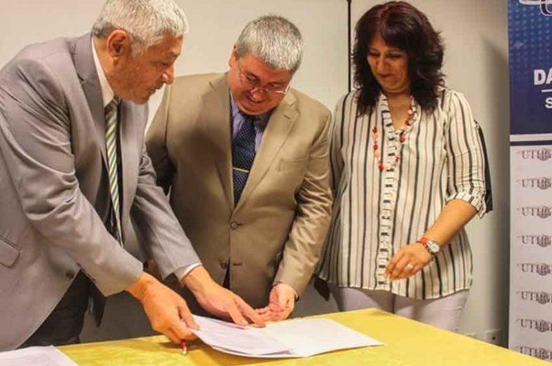 Firma de convenio entre la UTHGRA y la AGC