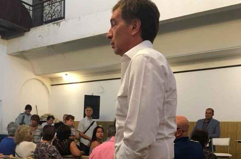 Reunión de vecinos con Diego Santilli en La Boca
