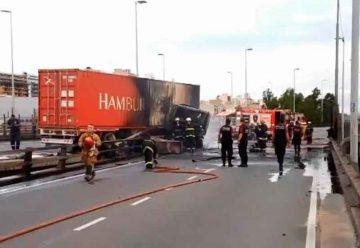 Choque e incendio en laautopista 9 de Julio Sur