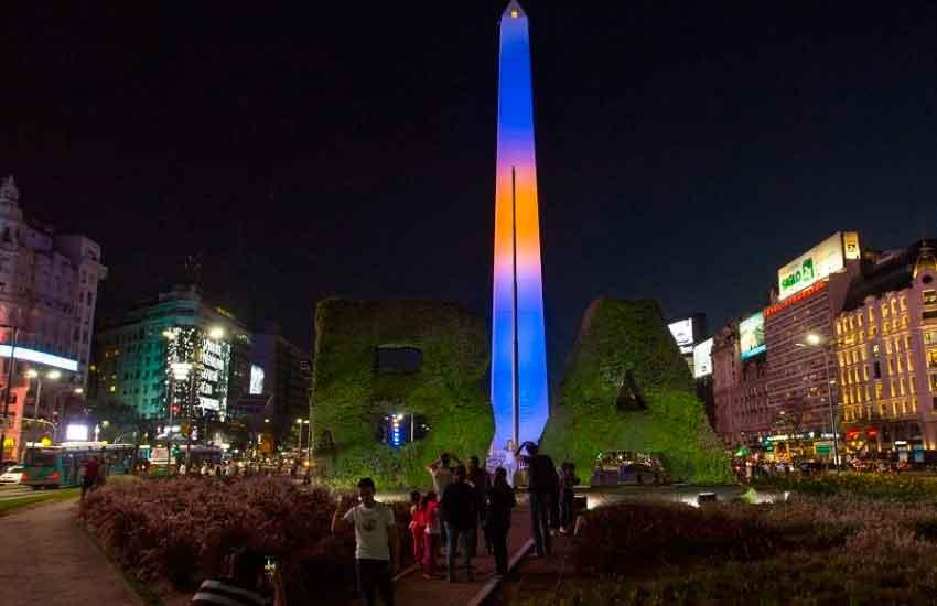 El Obelisco se iluminó de azul y oro