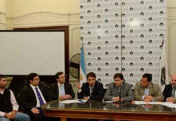 Conferencia con expertos en delitos informáticos en La Legislatura