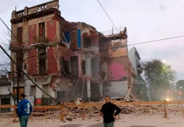 Se derrumbó el edificiode avenida Alberti y Brasil