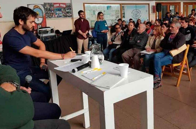 Reunión de vecinos con Juan Maquieyra en Nueva Pompeya
