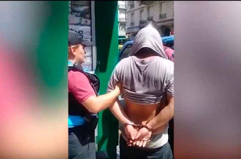 Detuvieron al hombre que golpeó a una mujer en plena calle