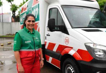 Paola Garbalena es la primera mujer chofer del SAME