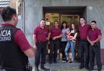 La Policía de la Ciudad le salvó la vida a un bebé