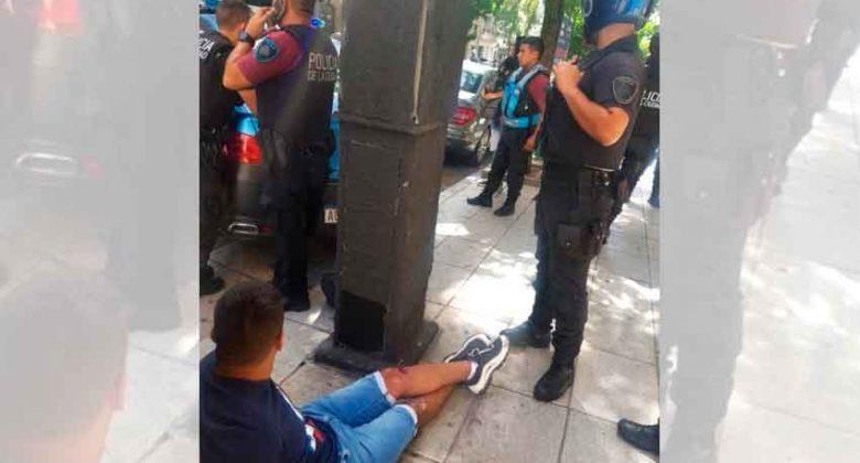 La Fuerza Delta de la Policía de la Ciudad detuvo a un motochorro