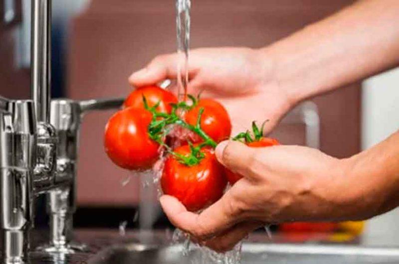 Cómo eliminar los pesticidas de los alimentos