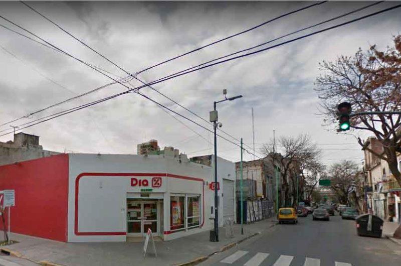La Policía detuvo a dos delincuentes que asaltaron un supermercado