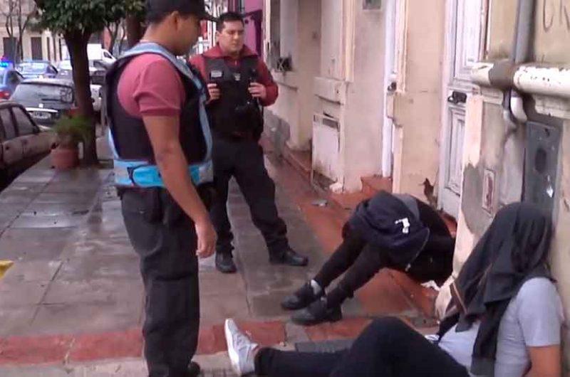 Policía capturó infraganti a dos motochorros en La Boca