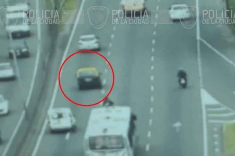 La Policía recuperó un taxi que tenía pedido de secuestro