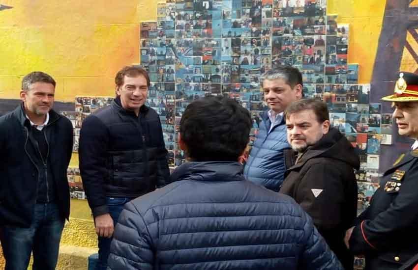 Mural Homenaje y visita de vice jefe de Gobierno a los Bomberos