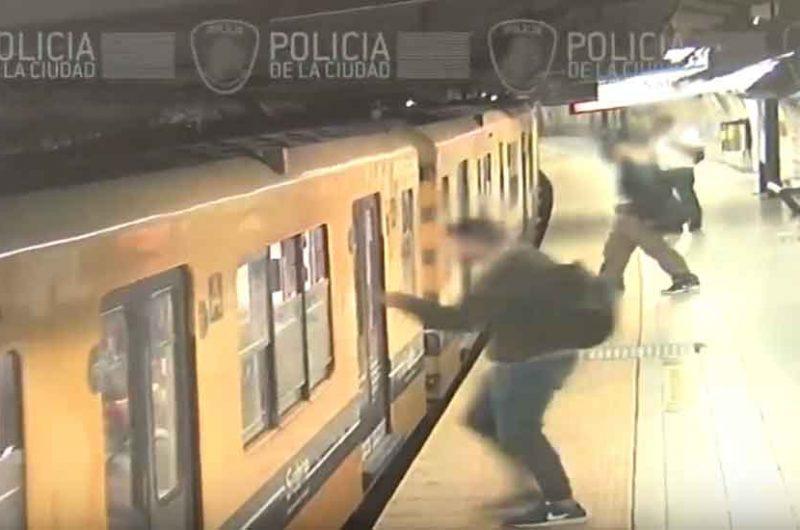 Detienen a tres «canguros» que asaltaron a los pasajeros de un subte