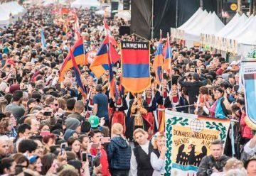 Día del Inmigrante en la Avenida de Mayo