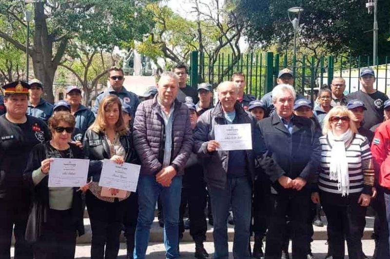 Reconocimiento al Presidente de Bomberos de Vuelta de Rocha