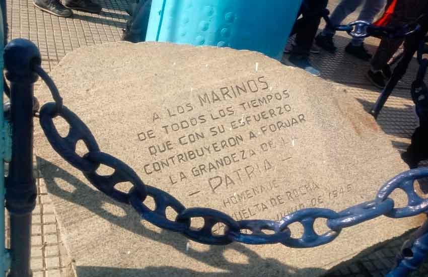 Restitución de piedras de lastre al mástil de la Plaza de los Suspiros