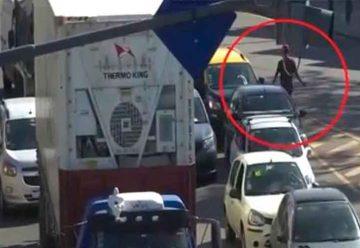 Cayeron dos arrebatadores: robaban a los automovilistas al detenerse en los semáforos