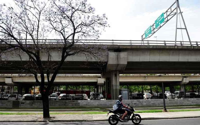 Otorgan predio bajo autopista al Club Sportivo Barracas