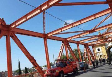 Un hombre que intentó suicidarse en el Puente Alsina