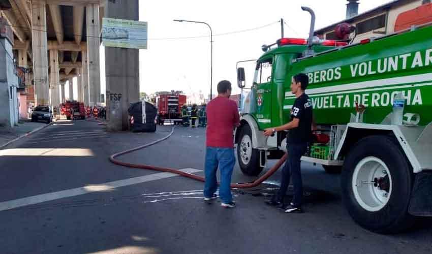 incendio en habitación en la Avenida Pedro de Mendoza y Suárez