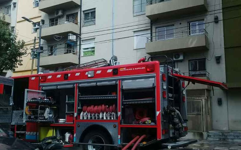 Incendio en un edificio en la calle Luzuriaga al 900
