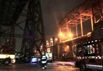 Bomberos rescataron a un hombre desde las alturas del Puente Viejo