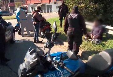 Detienen a dos ladrones con un arma de plástico en la autopista Dellepiane