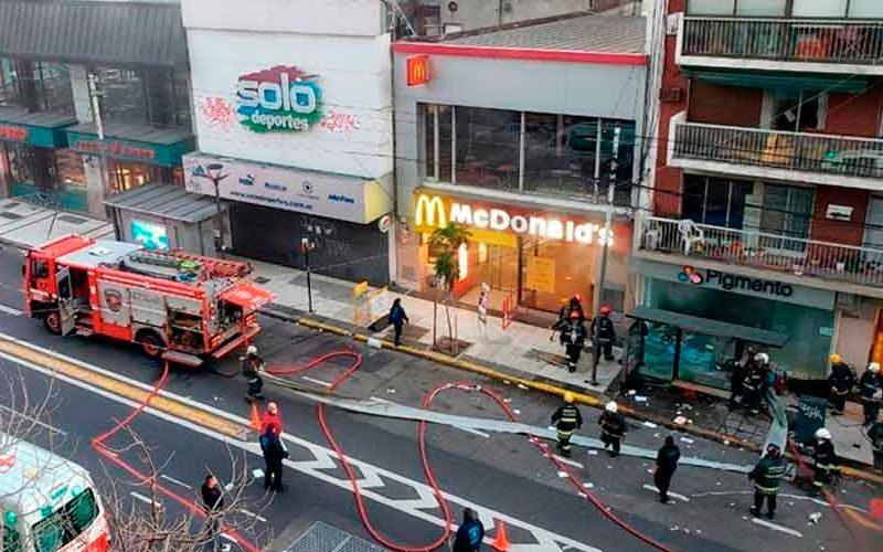 Dos bomberos murieron y otros están heridos por una explosión