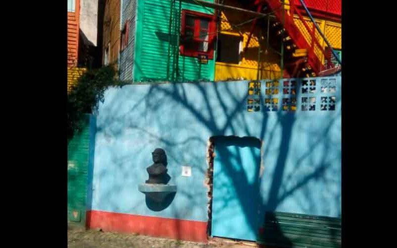 Un vecino abrió un ingreso trucho en el Paseo «Caminito»