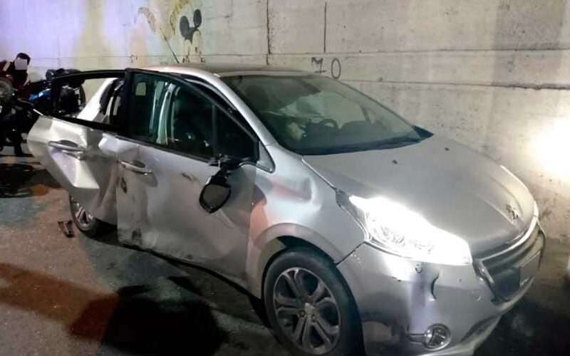 La Policía capturó a dos menores por robar un auto a mano armada