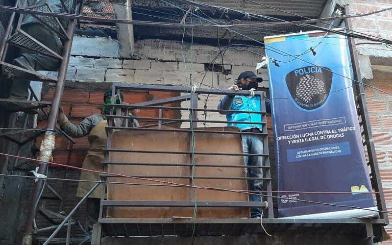 La Policía de la Ciudad tapió cuatro bunkers de droga en el Barrio 31