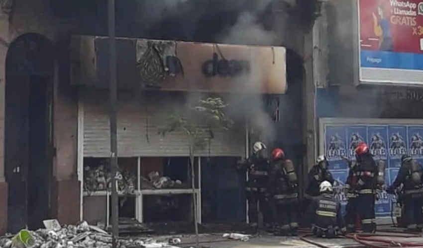 Incendio en un negocio de artículos de limpieza Boedo