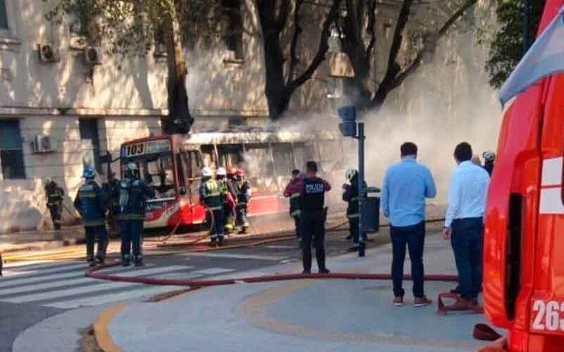 Incendio: Se incendió un colectivo en San Telmo