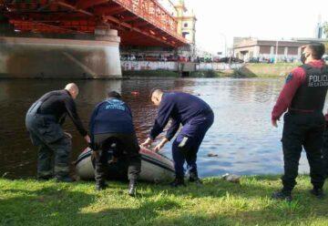 Bomberos salvaron a un joven que cayó al Riachuelo