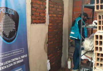 Allanaron y tapiaron centros de acopio de drogas en el Barrio 31