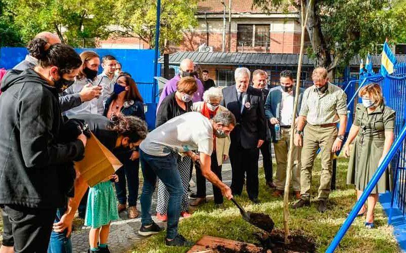 Boca: plantaron un árbol por el Día de la Memoria