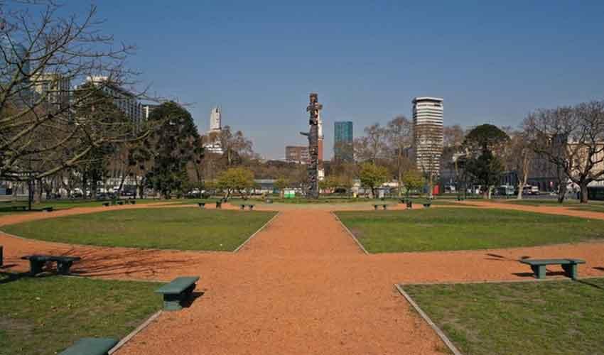 Plaza Canadá